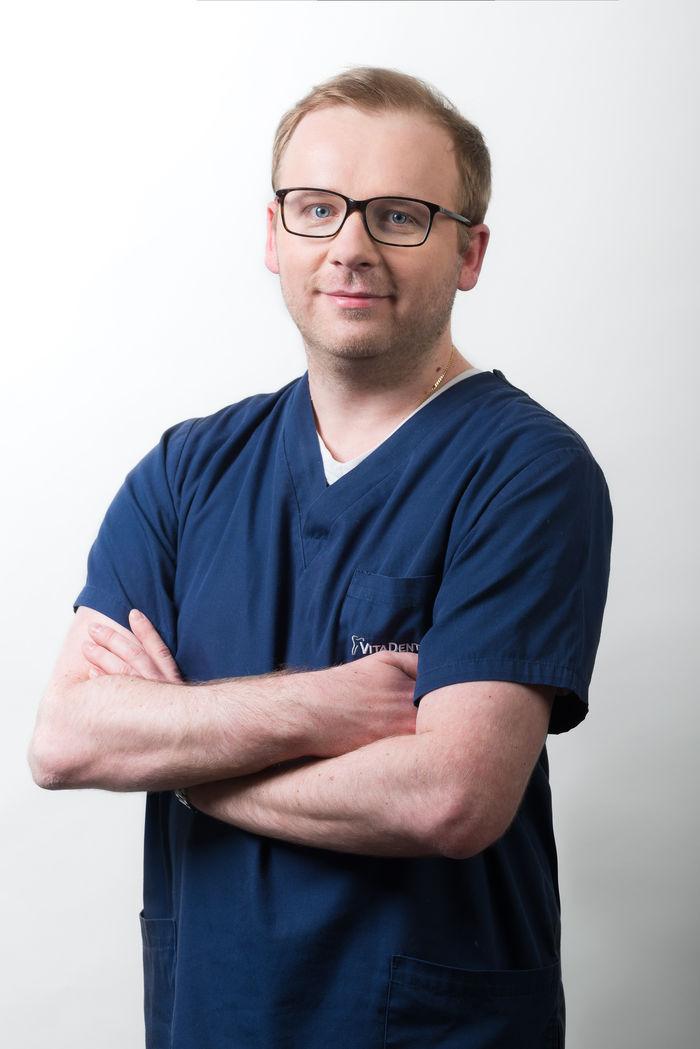 dr Radosław Zaniewicz - implantolog - Vitadentica
